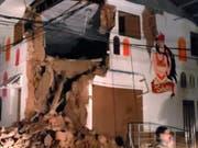 In der peruanischen Ortschaft Yurimaguas stürzte durch das Erdbeben die Ecke eines Hauses ein. (Bild: KEYSTONE/EPA EFE LAT/ BomberosPE Twitter/BOMBEROSPE HANDOUT)