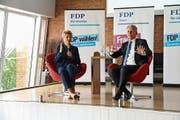 Bundesrätin Karin Keller-Sutter ist seit 145 Tagen im Amt. Im Interview mit Sven Bradke, Vizepräsident FDP St.Gallen, gab sie offen Auskunft über ihre anspruchsvollen Aufgaben. (Bild: hb)