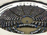 Wer wird im EU-Parlament künftig mit wem zusammenspannen? Die Mehrheitsfindung wird nach der EU jedenfalls deutlich schwieriger. (Bild: KEYSTONE/EPA/PATRICK SEEGER)