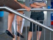Störungen des Sozialverhaltens zeigen sich bei jungen Frauen auch im Gehirn: Für die Emotionskontrolle wichtige Schaltkreise scheinen bei ihnen weniger aktiv zu sein. (Bild: KEYSTONE/MARTIN RUETSCHI)