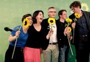 Bei den europäischen Grünen herrscht Jubelstimmung. Besonders in Deutschland schwimmt die Ökopartei, hier mit der Bundesvorsitzenden Annalena Baerbock (2. v.l.) nach Verkündigung der Wahlresultate am Sonntagabend, auf der Erfolgswelle. (Bild: Kay Nietfeld/DPA/Keystone, Berlin)