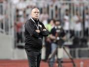Christian Gross, der frühere Meistertrainer von Basel und GC, erweitert mit Zamalek Kairo seine Trophäensammlung (Bild: KEYSTONE/EPA/KHALED ELFIQI)