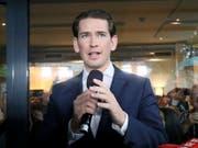 Bei der Europawahl stellte die ÖVP von Sebastian Kurz die Konkurrenz mit 34,6 Prozent der Stimmen in den Schatten. Das österreichische Parlament entzog dennoch am Montag der Regierung von Kurz das Vertrauen. (Bild: KEYSTONE/AP/RONALD ZAK)
