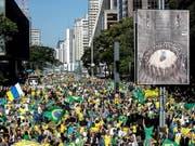 Zehntausende Menschen gingen am Sonntag auch in São Paulo auf die Strasse, um den Präsidenten Jair Bolsonaro zu stützen. Dieser war zuletzt in Bedrängnis geraten. (Bild: KEYSTONE/EPA EFE/SEBASTIÃO MOREIRA)
