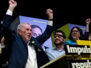 Ernest Maragall von der Republikanischen Linken Kataloniens feiert seinen Sieg bei der Bürgermeisterwahl in Barcelona. (Bild: KEYSTONE/EPA EFE/QUIQUE GARCIA)