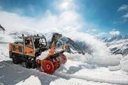 Die Schneeräumungsarbeiten auf dem Gotthardpass sind heuer besonders aufwendig. (Bild: Alexandra Wey/Keystone (Airolo, 6. Mai 2019))