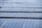 Die Photovoltaikanlage auf dem Dach des Viva Luzern Altersheim im Dreilinden. (Bild: Boris Bürgisser, 8. Juni 2018)