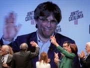 Der Europäische Gerichtshof für Menschenrechte (EGMR) in Strassburg hat eine Beschwerde des katalanischen Separatistenführers Carles Puigdemont (im Bild) abgelehnt. Das spanische Verfassungsgericht habe im Interesse der öffentlichen Sicherheit gehandelt. (Bild: KEYSTONE/EPA EFE/DAVID BORRAT)