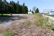 Der Platz beim Areal Fuchsloch in Thal liegt abgeschieden an der Bahnstrecke Staad-Rheineck. (Bild: Rudolf Hirtl)