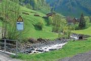Solche Warntafeln stehen in Uri im Einzugsgebiet sämtlicher Kraftwerke an Flüssen und Bächen. (Bild: PD)