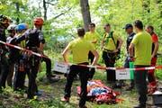 In Mels trainierte das Alpinkader der Kantonspolizei mit Partnerorganisationen die Rettung bei Unfällen im Berggebiet. (Bilder: Kantonspolizei)