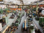 Der neue Frühindikator der KOF deutet auf eine schleppende Entwicklung der Schweizer Wirtschaft hin. Auch die Industrie steht unter Druck. (Bild: KEYSTONE/MARCEL BIERI)