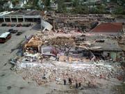 Ein Einkaufszentrum in Trümmern: Ein Tornado hinterliess in der US-Stadt Dayton im Bundesstaat Ohio eine Schneise der Verwüstung. (Bild: KEYSTONE/AP The Columbus Dispatch/DORAL CHENOWETH III)