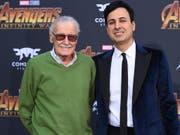 Comic-Zeichner Stan Lee und sein Manager Keya Morgan bei der Filmpremiere von «Avengers: Infinity War» in Los Angeles. (Bild: KEYSTONE/AP Invision/JORDAN STRAUSS)