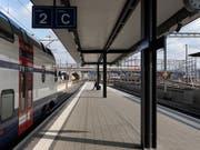 Mit dem Urteil des Bundesverwaltungsgerichts ist der Halbstundentakt der S3 zwischen Zürich Hardbrücke und Bülach in der Hauptverkehrszeit gesichert. (Bild: KEYSTONE/GAETAN BALLY)