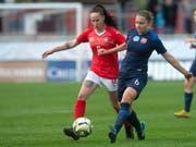 Geraldine Reuteler (links) erzielte den Schweizer Treffer gegen Italien (Bild: KEYSTONE/MELANIE DUCHENE)
