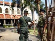 Grosse Sicherheitsvorkehrungen während der Messe in einer Kirche in Colombo nach den Anschlägen am Ostersonntag. (Bild: Keystone/EPA/M.A.PUSHPA KUMARA)