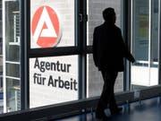 Die Zahl der Arbeitslosen in Deutschland ist im Mai wieder leicht angestiegen. (Bild: KEYSTONE/AP dapd/SEBASTIAN WILLNOW)