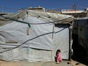 Syrisches Kind in einem Flüchtlingslager des UNHCR im Libanon. Die Schweiz nimmt weiterhin Gruppen von besonders verletzlichen Flüchtlingen auf. (Bild: KEYSTONE/AP/HASSAN AMMAR)