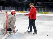 Peter Mettler (rechts) ist neuer Goalie-Trainer im HC Davos (Bild: KEYSTONE/SALVATORE DI NOLFI)