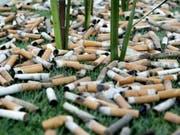 Zigarettenrauch schadet noch Jahre, nachdem er sich verzogen hat. Die Gefahren des «third hand smoke» stehen erst seit kurzem im Fokus der Forschung. (Bild: Keystone/MAGALI GIRARDIN)