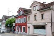 Drei Gebäude, unter ihnen das ehemalige Restaurant Harmonie (links), müssen der Überbauung weichen. (Bilder: Philipp Stutz)