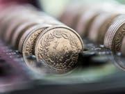Die Konsumentenpreise sind im April um 0,2 Prozent gestiegen - Jahresteuerung bei 0,7 Prozent. (Bild: KEYSTONE/CHRISTIAN BEUTLER)