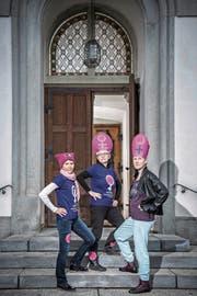 Por más derechos de las mujeres en la Iglesia Católica (de izquierda a derecha): Heidi Behringer-Bachmann de la Federación de Mujeres Católicas de Aargau, Vroni Peterhans de la Federación de Mujeres Católicas de Suiza y Andrea Birke del Comité de Huelga de Aargau.  (Imagen: Pío Amrein, 3 de mayo de 2019)
