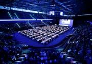 Generalversammlung WWZ: Die Aktionäre hören die Ausführungen des Verwaltungsrat der Wasserwerke Zug in der Bossard Arena. (Bild: Stefan Kaiser, Zug, 02. Mai 2019)