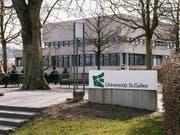 Die Universität St. Gallen hat über Konsequenzen aus der vor einem Jahr aufgedeckten Spesenaffäre informiert: Ein Professor hat gekündigt, ein Dozent erhielt einen schriftlichen Verweis, ein weiteres Disziplinarverfahren ist noch hängig. (Bild: KEYSTONE/CHRISTIAN BEUTLER)