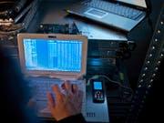 Cyberangriffe haben weiter an Bedeutung gewonnen. (Bild: KEYSTONE/GAETAN BALLY)