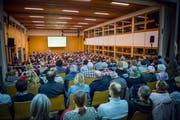 Eine Schulgemeindeversammlung in der Turnhalle Herdern. (Bild: Andrea Stalder)