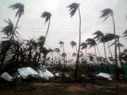 Der Zyklon wütet im Puri Distrik von Odisha. (Bild: KEYSTONE/EPA/STR)