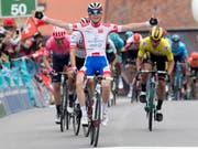 David Gaudu, ein Jungspund aus Frankreich, gewinnt die 3. Etappe der Tour de Romandie im Sprint (Bild: KEYSTONE/JEAN-CHRISTOPHE BOTT)