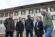 Trafen sich beim Spatenstich (von links): Othmar Filliger, Daniel Niederberger, Johne Eisenhut, Tis Prager und Dominik Flammer. (Bilder Matthias Piazza, Stans, 3. Mai 2019)