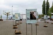 Ein Stück Bahngeschichte ist bis im Herbst auf dem Hafenplatz nachzulesen. (Bild: Rahel Jenny Egger)