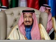 Will die Länder in seiner Region im Konflikt mit dem Iran um sich scharen: der saudi-arabische König Salman. (Bild: KEYSTONE/AP Pool AFP/FETHI BELAID)