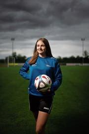 Die Mittelfeldspielerin Lina Widmer erinnert in ihrem Spielstil an Arjen Robben. (Bilder: Benjamin Manser/Tagblatt)