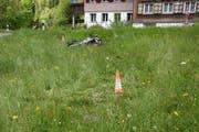 Die Unfallstelle liegt auf dem linken Ufer des Necker unterhalb der Anzenwiler Brücke. (Bild: Kantonspolizei St. Gallen)