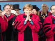 Bundeskanzlerin Angela Merkel ist von der Harvard-Universität mit einem Ehrendoktortitel ausgezeichnet worden. (Bild: KEYSTONE/EPA/CJ GUNTHER)
