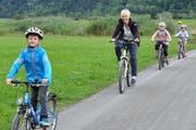 Da und dort ist sicheres und vergnügtes Velofahren auch ohne Radwegkonzept möglich. Beispielsweise im Gebiet Städerried und Flugplatz Alpnach.(Bild Robert Hess, 9. August 2017)