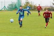 Der Hergiswiler Stürmer Silvan Sager (links) im schliesslich abgebrochenen Spiel gegen den FC Willisau, das nächsten Mittwoch nachgeholt wird. (Bild: Jakob Ineichen (Willisau, 4. Mai 2019))