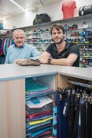 Wissen, wie der Hase läuft: Josef Wirth (links) und Mario Simmen in ihrem Geschäft an der Luzerner Winkelriedstrasse in Luzern. (Bild: Boris Bürgisser (Luzern, 21. Mai 2019))