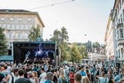 Sichtbarer Auftakt des «Musig uf de Gass»: Heute steht am Marktplatz wieder eine Konzertbühne. (Bild: PD/Daniel Gassner)