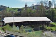 Das neue Eternitdach der alten Thurbrücke in Lütisburg sticht ins Auge. Für die Erneuerung gibt es einen Zuschuss vom Kanton. (Bild: Timon Kobelt)