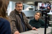 Schauspieler Stefan Gubser mit seiner Kollegin Delia Mayer beim Tatort-Dreh auf der Redaktion der Luzerner Zeitung. (Nadia Schärli, Luzern, 19. November 2018)