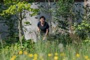 Stephie Burkart von der Stadtluzerner Fachstelle Natur- und Landschaftsschutz beim Kloster Wesemlin. (Bild: Nadia Schärli, 16. Mai 2019)