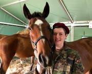Ramona Züger ist Soldatin bei den Train-Pferden. (Bild. Christa Kamm-Sager)