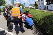 Motorradlenker und ihre Fahrzeug sind in Oberwil kontrolliert worden. (Bild: Zuger Polizei)