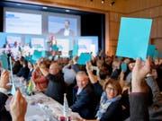 Höheres Rentenalter und tiefere Renten in der zweiten Säule: Die Delegierten der FDP beschlossen am Samstag in Flawil eine Resolution zur Altersvorsorge. (Bild: KEYSTONE/CHRISTIAN MERZ)